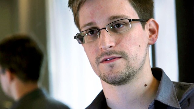 Edward_Snowden-techzei
