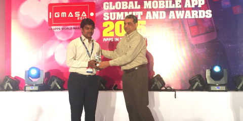 Prem Kumar, Executive Vice Chairman & MD of HCL gives away the GMASA Best Student App award to Sitharthan of Saveetha College for his app 'Find My Car'