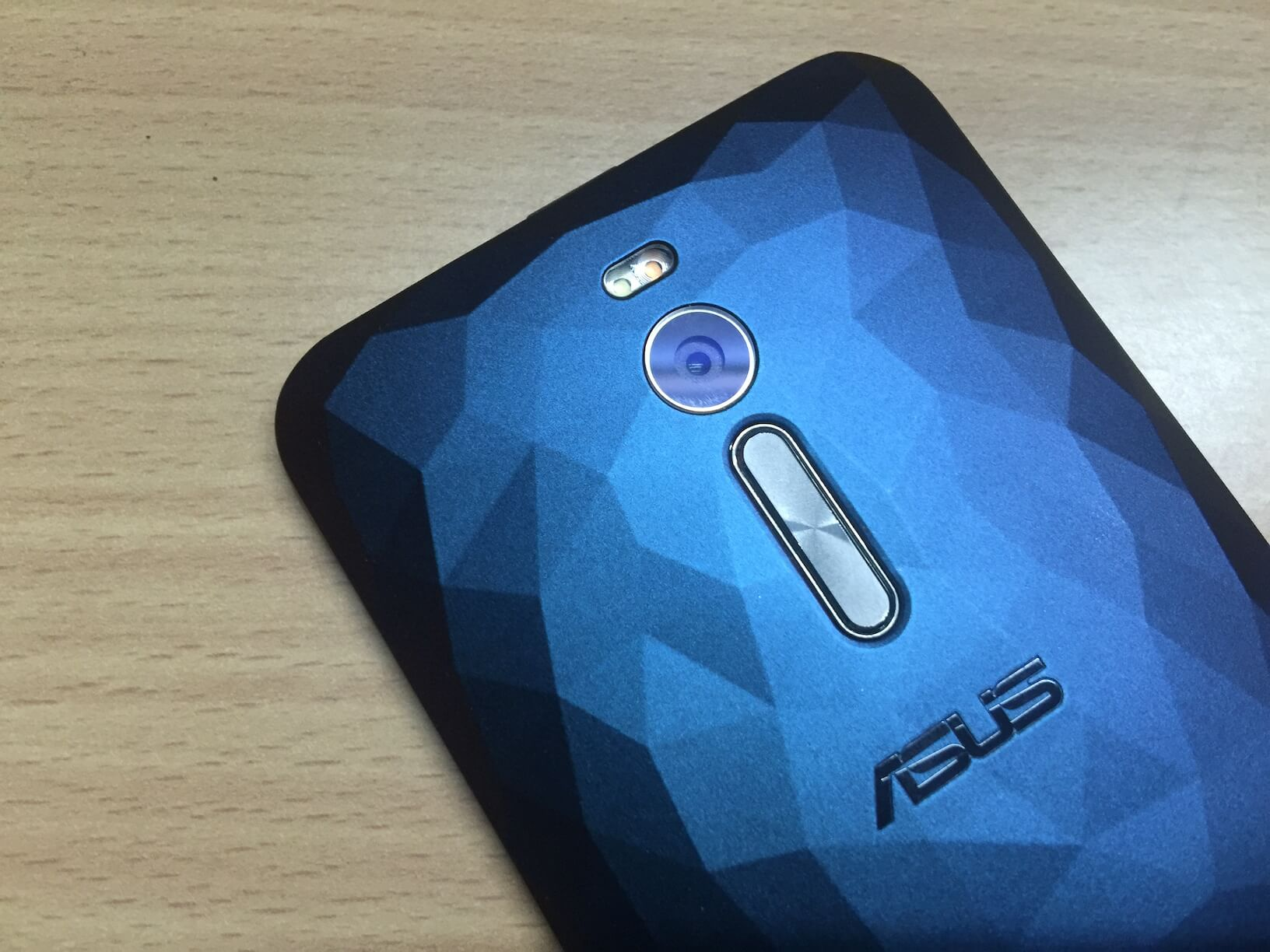Asus Zenfone 2 Deluxe: Review